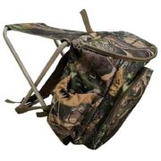Стул с рюкзаком для рыбалки